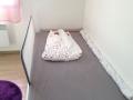 La barrière de lit Chicco permet à l'enfant de ne pas tomber du lit.