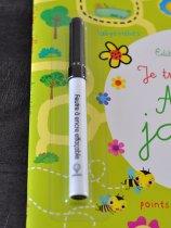 Le cahier d'activités est vendu avec un stylo effaçable.
