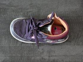 Les chaussures aussi peuvent être marquée.