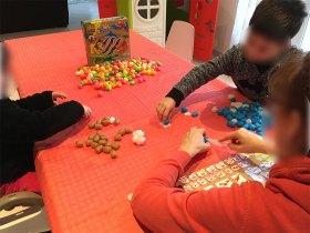 L\'activité est simple et amusante pour les enfants.