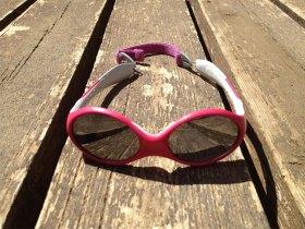 Lunettes de soleil Looping Julbo en version rose et grise.