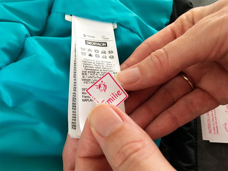 Étiquette personnalisée pour les vêtements à l'école.