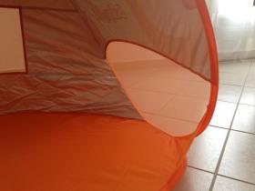 Aération de chaque cotés de la tente anti-UV de Babymoov