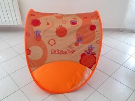 Vue de coté de la Tente anti-UV de Babymoov