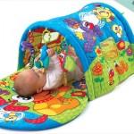 Le tapis d'éveil et tunnel d'activité Playgro
