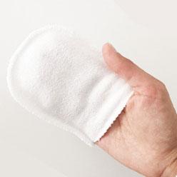 Toilette de bébé au gant